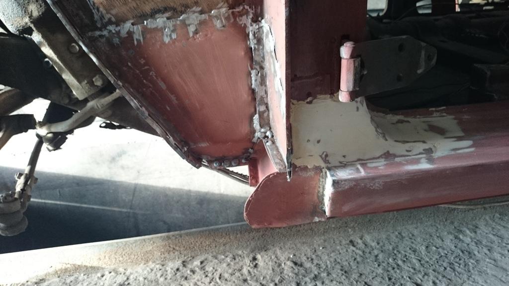 Ремонт бризковика переднього лівого крила/вертикальної частини підлоги водія/моторного відсіку